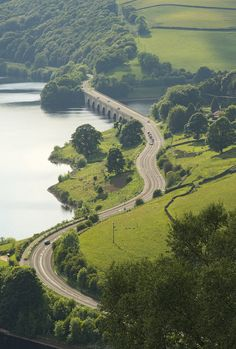 Snake Pass, the road leading from Lady Bower Reservoir to the village of Glossop, Derbyshire, England. Beautiful Places To Visit, Places To See, Uk Summer Holidays, Path To Heaven, Derbyshire, Cumbria, England And Scotland, English Countryside, Ultimate Travel