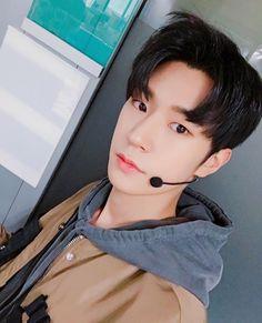 """161214 Twitter """"[승준] 잘자요 사랑하는 팅커벨  #크나큰 #승준 """" [Seungjun] Goodnight my beloved Tinkerbell  #KNK #Seungjun"""