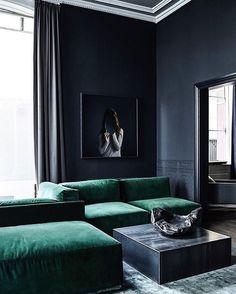 Зеленый вельвет и графитовые стены Rue Verte @rueverteplus #greenvelvet #inspiration #interiordesign
