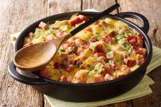 Auflauf? Geht auch zum Frühstück! Probieren Sie diese Strata mit Speck und Käse. Ham And Cheese, Macaroni And Cheese, Bulgarian Recipes, What To Cook, Brownie Recipes, Low Carb Keto, Cheeseburger Chowder, Guacamole, Brunch