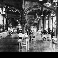 La salle de restaurant de la tour Eiffel vers 1889-1890 - Google Cultural Institute