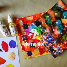 Los NUEVOS Art Panel de MASTERPIECE son superficies donde puedes utilizar pitnura ACRÍLICA, MIX MEDIA y sobre todo TINTAS DE ALCOHOL 🌟👏🔥. Tienen dos lados para que puedas utilizar, uno con efecto nacarado y otro en blanco, listos para poner en el caballete! Busca nuestro tutorial en nuestro canal de Youtube. Panel Art, Cover, Alcohol Inks, Easel, White People, Art