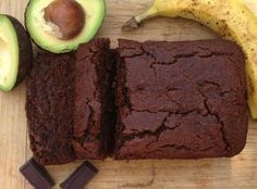 Gluten free recipe - vegetarian - Vegan - Chocolate Avocado Banana Bread (I used 3 bananas, replaced the oil by apple sauce, replaced the honey by cup date syrup & used less dark chocolate + unsweetened cacao powder). Gluten Free Baking, Gluten Free Desserts, Vegan Desserts, Vegan Gluten Free, Gluten Free Recipes, Vegan Recipes, Dessert Recipes, Honey Recipes, Avocado Recipes