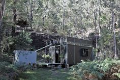 Origma Hut is a single room, off-grid forest retreat custom-designed and built by Gary Warner and Philip Sticklen. All materials for the building were brough. Smart Materials, Recycled Materials, Garden Studio, Space Place, Off The Grid, Cabins In The Woods, Small Space Living, Residential Architecture, Sustainable Living