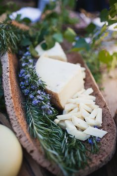 Something as simple as Manchego Cheese can be made elegant by the addition of fresh herbs - Use as olive & charcuterie boards on each table Cheese Table, Cheese Platters, Fromage Cheese, Manchego Cheese, Pecorino Cheese, Cheese Party, Food Presentation, Presentation Folder, Wine Recipes