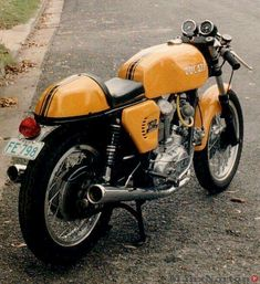 Go look at a variety of my most desired builds - modified scrambler motorcycles like this Ducati Motorcycles, Ducati Scrambler, Cafe Racer Motorcycle, Classic Motorcycle, Vintage Bikes, Vintage Motorcycles, Ducati Cafe Racer, Cafe Racers, Ducati Classic