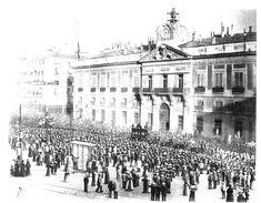 Grabado del cortejo fúnebre de Emilio Castelar a su paso por la Puerta del Sol, 1899; foto sacada de la Wikipedia: