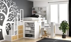 Scegliere il letto a soppalco per la cameretta permette di sfruttare in modo intelligente la parte sottostante attrezzandola con scrivania o armadio
