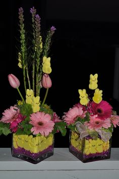 I pinned this just because of the 'peeps'. What a cute idea for an Easter table. lr