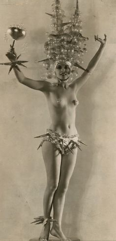 A Follies Beauty c.1933 https://www.facebook.com/storiciesalottiere https://www.tumblr.com/blog/storicisalottiere