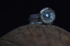 Zilveren ring met parel in gietbak Handmade Jewellery, Contemporary Jewellery, Rings For Men, Silver Rings, Jewelry, Handmade Jewelry, Men Rings, Jewlery, Jewerly