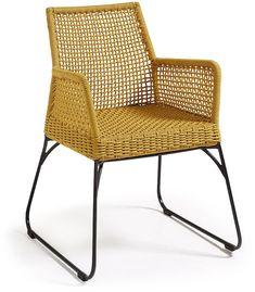 Deze ontzettend leuke Novak stoel van LaForma is de eetstoel om heerlijk in te ontspannen. De stoel is verkrijgbaar in drie prachtige kleuren die tevens perfect te combineren zijn. De warme kleuren geel, beige en grijs maken de eetkamer tot een sfeervolle ruimte, maar natuurlijk is de stoel op zichzelf staand ook bijzonder mooi. Geschikt voor binnen- en buitengebruik, maar dienen bij regen opgeborgen te worden. Dit product is ook bekend onder de naam 'Kavon stoel geel - LaForma'.