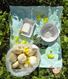 Crema di champignons e salvia con caprino e noci