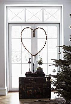 design attractor: Decent Christmas Decoreted House in Denmark