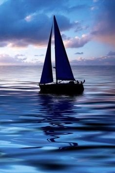 Wir sitzen gemeinsam im Segelboot und....