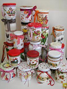 9 Técnicas de Decoração de Potes de Vidro que Você Nunca Pensou em Fazer Mason Jar Crafts, Bottle Crafts, Mason Jars, Decoupage Jars, Pot A Crayon, Jar Art, Painted Jars, Altered Bottles, Decorated Jars