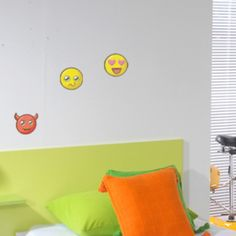 La journée mondiale des emojis, c'était vendredi 👋🏼 quel smiley est votre préféré au quotidien ? Nous on adore ☺ ou encore 😅 Bon dimanche à tous ! Kit, Smiley, Decals, Home Decor, Wall Decals, Friday, Home Decoration, Emoticon, Tags