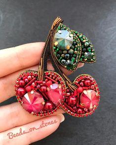 Bead Embroidery Tutorial, Bead Embroidery Jewelry, Beaded Embroidery, Bead Jewellery, Beaded Jewelry, Brooches Handmade, Handmade Jewelry, Lesage, Beaded Brooch