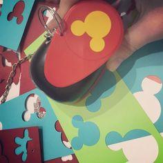 Começando o dia com um garimpo da Mega para quem trabalha com festas essa linha de cortadores Disney é lançamento. Eu fiz o teste e tá lá no Facebook na Live de ontem para quem quiser conferir. Beijo! #artesanato #mickey #disney #cortadores #scrapbook #scrapfesta #garimpo #euamofazerartesanato