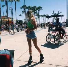 Roller skating in Venice Beach, California #venicebeach #summer #blonde