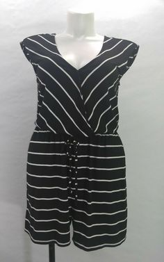a5a03f651a0 Torrid Black And White Chevron Pattern Short Sleeve Romper Torrid Size 0  (12)