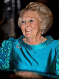 former Queen of the Netherlands Beatrix wearing the Tiara of her Daughter in Law Maxima Dutch Princess, Princess Style, Princess Fashion, Dutch Royalty, Daughter In Law, Blue Gown, Royal Jewelry, Royal Fashion, Netherlands