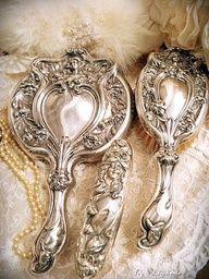 Art Nouveau Silver Vanity Set - via Ivy and Elephants Silver Vanity, Antique Vanity, Vintage Vanity, Silver Dresser, Vintage Mirrors, Vintage Love, Vintage Silver, Antique Silver, Art Nouveau
