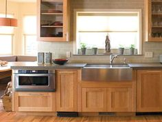 Stainless steel farmhouse sink, back splash and even like the cabinet color. Light Wood Kitchens, Light Wood Cabinets, Maple Kitchen Cabinets, Kitchen Countertops, Small Kitchens, Oak Cabinets, Updated Kitchen, New Kitchen, Kitchen Decor