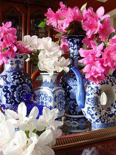 ZsaZsa Bellagio: Feeling a little Blue,  love pink flowers in blue  white