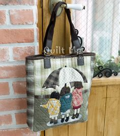 Umbrella girls bag Japanese Patchwork, Japanese Bag, Patchwork Bags, Quilted Bag, Quilting Projects, Sewing Projects, Fabric Tote Bags, Diy Purse, Penny Rugs