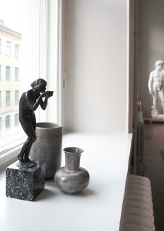 A look into the home of Swedish Architect Andreas Martin-Löf. During Stockholm Design week I had the chance to tour this stunning apartment. Wall Sculptures, Sculpture Art, Hygge, Andreas Martin, Window Ledge Decor, Swedish Design, Art And Architecture, Home Deco, Interior Inspiration