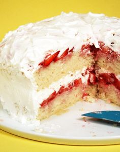 Another potential birthday cake for Dalton! Strawberry Cream Pies, Fresh Strawberry Cake, Strawberry Milkshake, Strawberry Desserts, Strawberry Shortcake, Tres Leches Cake, Dessert Recipes, Dinner Recipes, Juices