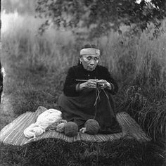 never thought of Native Americans as knitters...wonder who taught them, and when