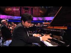 Nobuyuki Tsujii - La Campanella - BBC Proms 2013  辻井伸行さん プロムス2013 アンコール I read many his and his mother's interviws  for a  reference of process of raising a child.