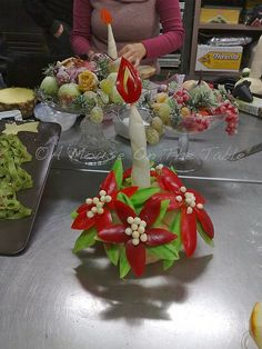 vegetable xmas centerpiece. this lady does all kinds of food centerpieces