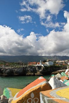 Cubos de la Memoria de Ibarrola, Llanes. Qué ver en Asturias | Spain [Más info] http://www.desdeasturias.com/los-cubos-de-la-memoria/
