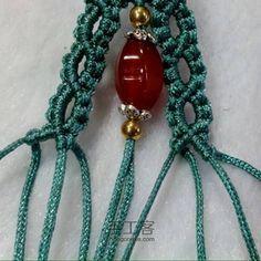 兰色民族风手绳 第14步 Macrame Jewelry Tutorial, Macrame Bracelets, Macrame Design, Macrame Projects, Micro Macrame, Fiber Art, Friendship Bracelets, Berries, Arts And Crafts
