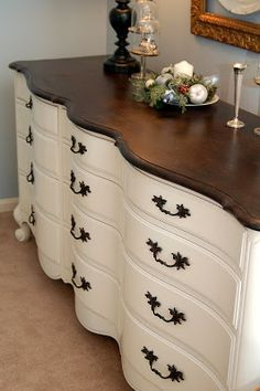 Miss Mustard Seed: Stunning French Provincial Dresser makeover Furniture Projects, Furniture Making, Home Projects, Diy Furniture, Furniture Stores, Mission Furniture, Dresser Ideas, Rustic Furniture, Antique Furniture