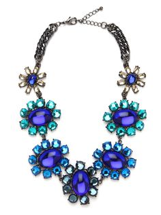 love a statement necklace