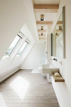 Une salle de bain sous pente ou sous combles en 52 photos! | Combles ...