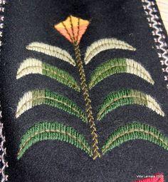 Täällä Lankalassa ei ole käsityöt tai tarkemmin sanoen neuleet edistyneet johtuen vaivasta nimeltään purkoosi ja nyt sitten taas vaivaa neul... Embroidery Applique, Beaded Embroidery, Cross Stitch Embroidery, Cross Stitches, Scandinavian Embroidery, Folk Fashion, Cactus Plants, Diy And Crafts, Floral Design