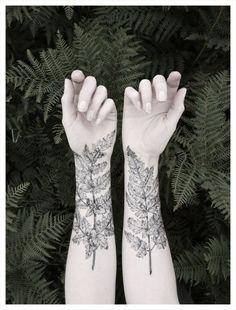 Tatuaje temporal del bosque.