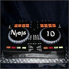 DJ cake 40th Birthday Cakes, 18th Birthday Party, Girl First Birthday, Man Birthday, Dj Cake, Cupcake Cakes, Bolo Dj, Record Cake, Dj Pult