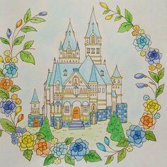 Instagram media hiccoro221 - さまざまなお城の物語  見開きだけど、とりあえず右側だけ完成 薔薇が難しかった~ #コロリアージュ#大人の塗り絵#coloring#ロマンティックカントリー#水彩色鉛筆
