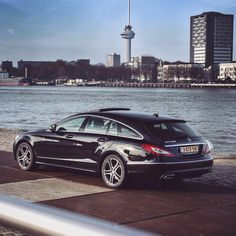 Mercedes-Benz CLS Shooting Brake - huge wobbly dog of a car. AVOID!