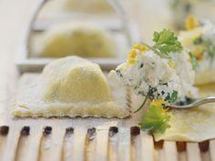Ravioli mit Kräuterfrischkäse gefüllt ist ein Rezept mit frischen Zutaten aus der Kategorie Nudeln. Probieren Sie dieses und weitere Rezepte von EAT SMARTER!