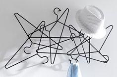 Le top 10 des objets design et originaux pour votre intérieur - Les Confidences d'helline Clothes Hanger, Hair Accessories, Design, Originals, Objects, Coat Hanger, Clothes Hangers, Hair Accessory
