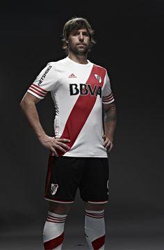 Fernando Cavenaghi. Goleador y Capitan.