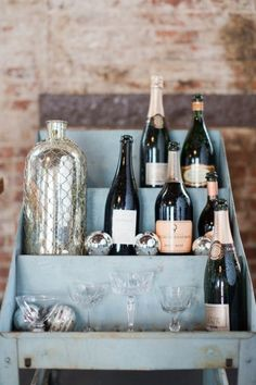 7 Ways to Save on Your Wedding Cocktail Tab: To many brides, a dream wedding includes all the flourishes, including an all-you-can-pour open bar. Bubbly Bar, Champagne Bar, Sweet Champagne, Fresco, 2016 Wedding Trends, Bridal Reflections, Wedding Bubbles, Bottle Display, Ethereal Wedding