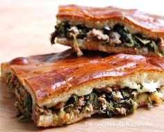 Torta ripiena di cime di rapa e salsiccia http://blog.giallozafferano.it/lacucinadihanneke/torta-ripiena-di-cime-di-rapa-e-salsiccia/